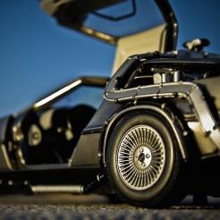 Знаменитая DeLorean дрифтовала без водителя благодаря Bridgestone